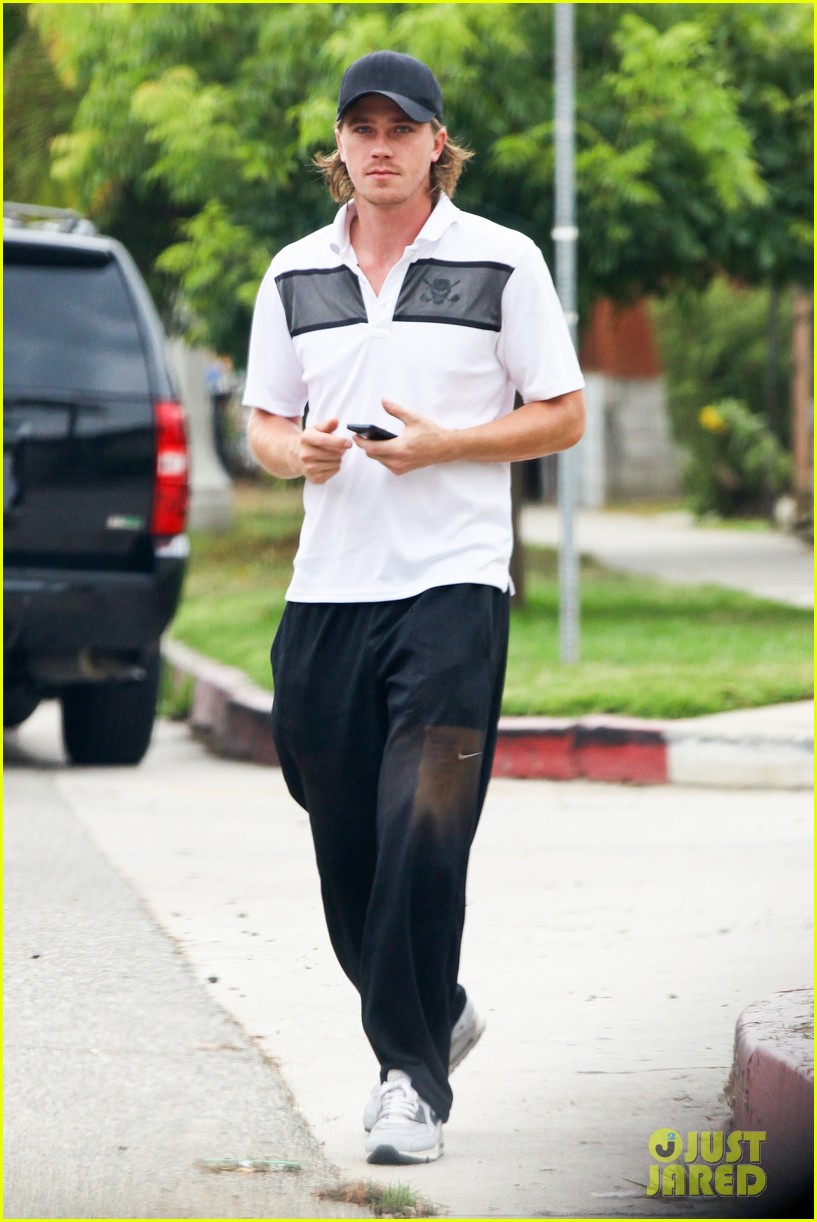 garrett hedlund steps out after fifty shades of grey news 012917591