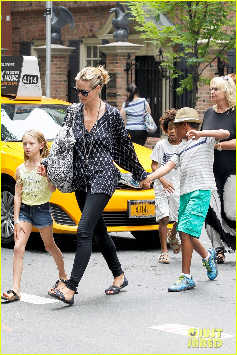 heidi klum martin kirsten spider man on broadway with the kids 43