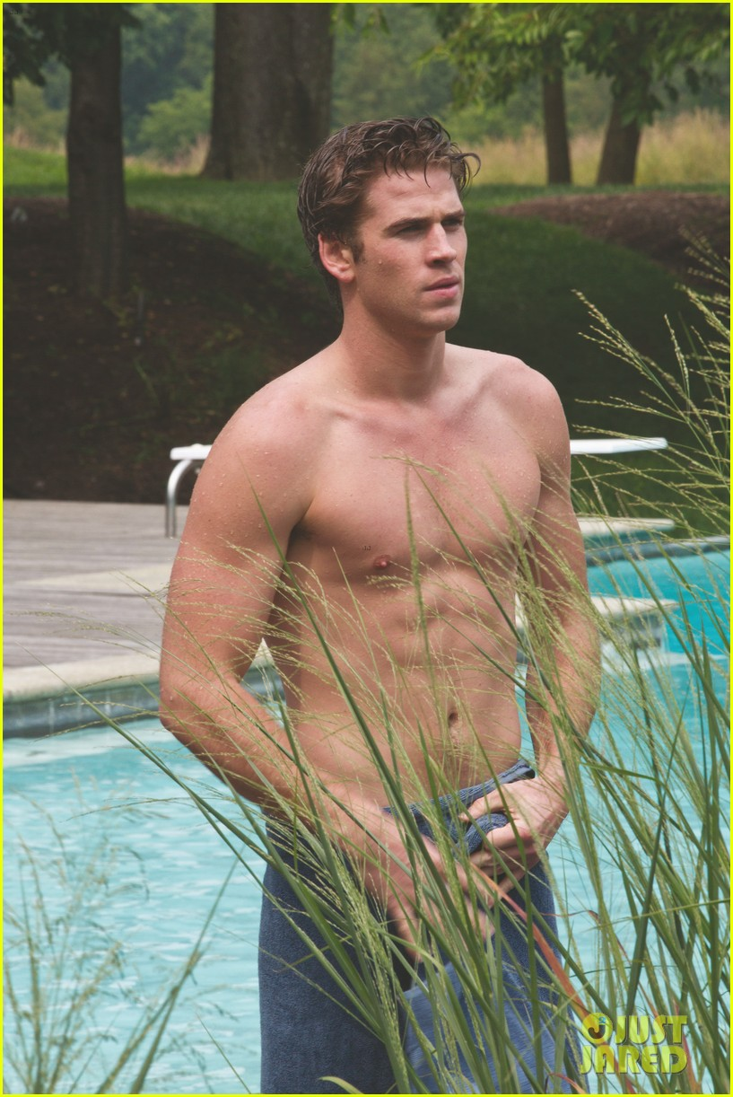 liam hemsworth shirtless in a towel for paranoia 01