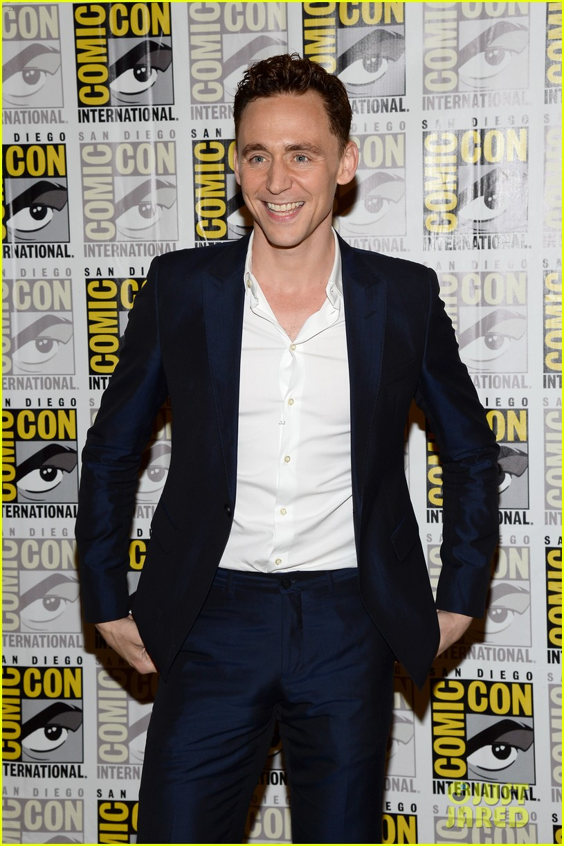 tom hiddleston attends thor comic con panel as loki 12