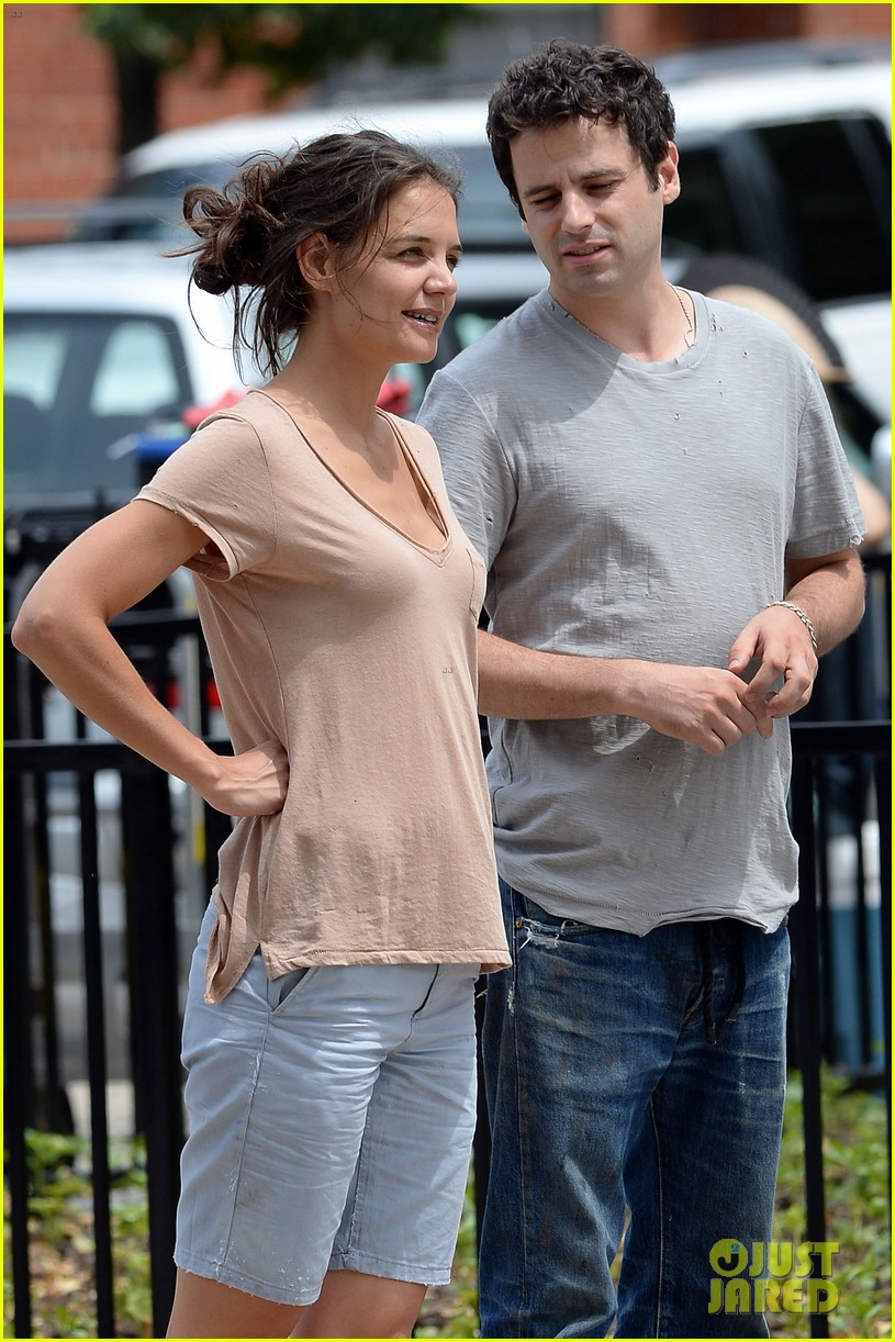 katie holmes plays ball with luke kirby for mania days 022915989