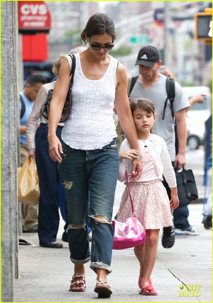 katie holmes outfit change after suri gymnastics class 032908685