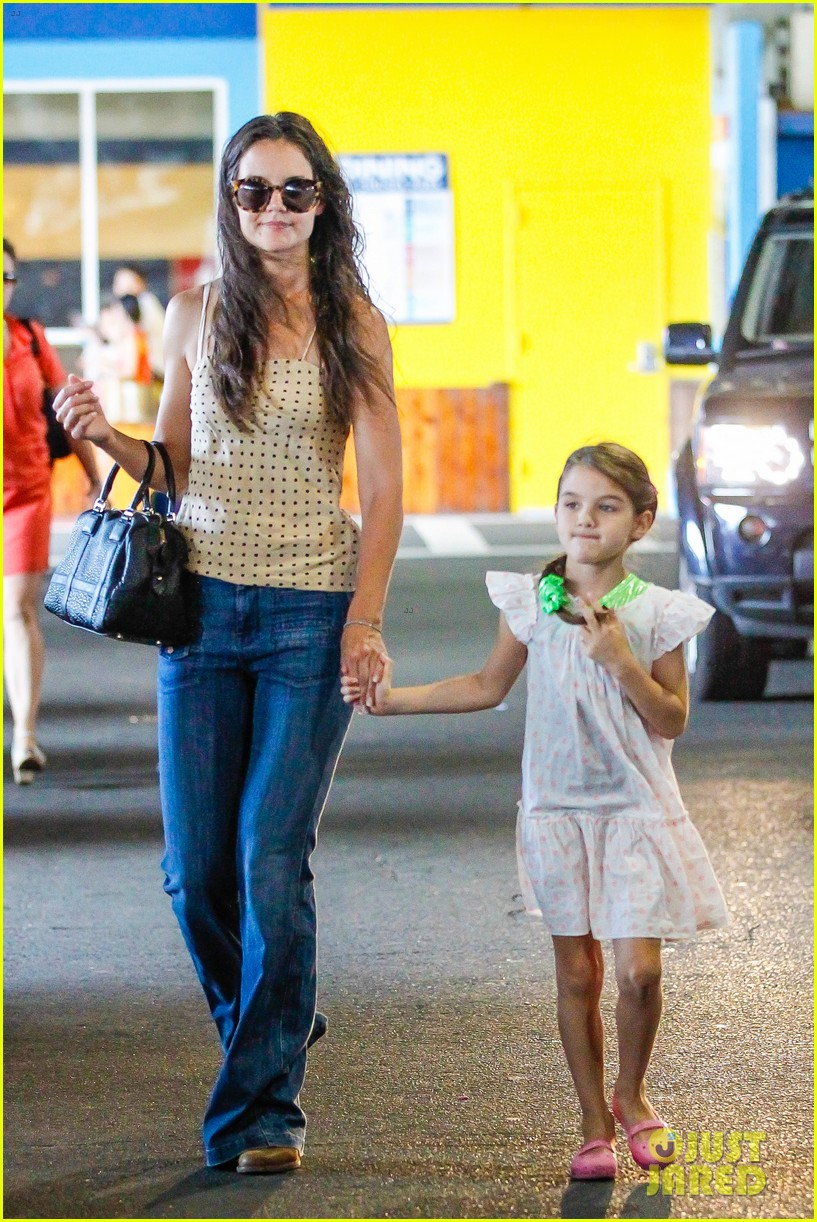 katie holmes picks suri up from gym class 042909910