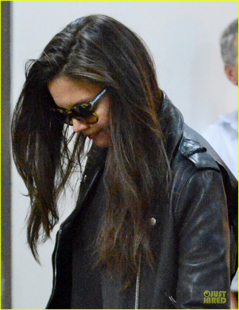 katie holmes suri hold hands after rare lax landing 022914811