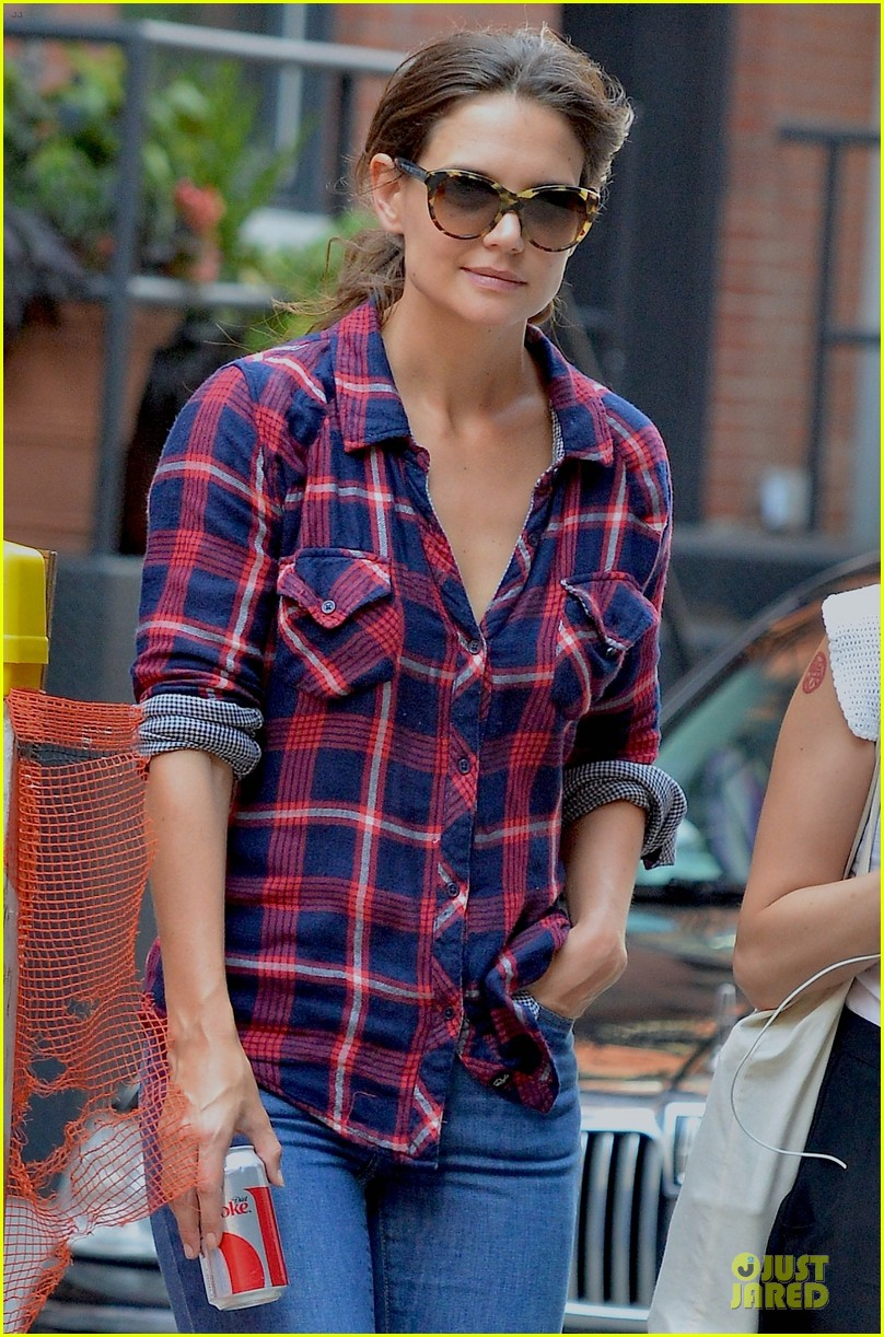 katie holmes short video shoot in the big apple 022919653