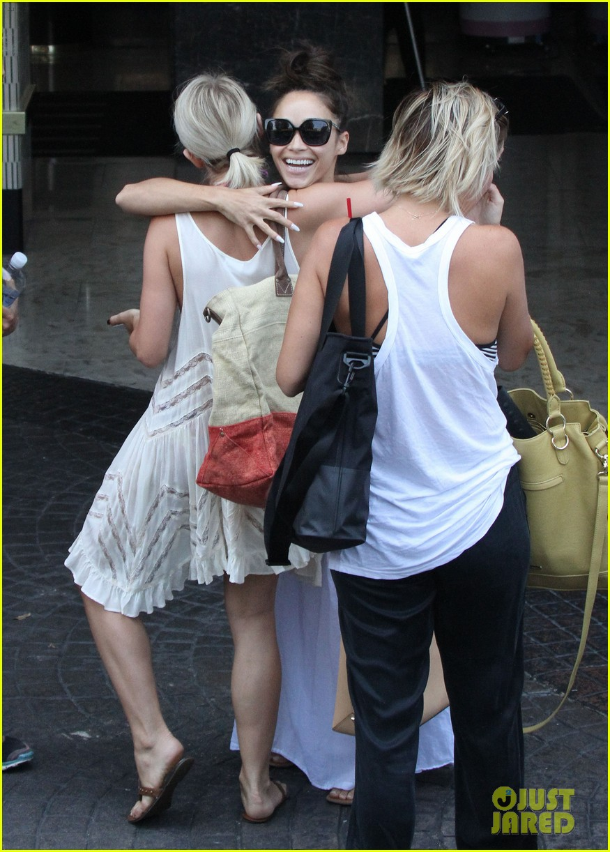 julianne hough nina dobrev party bus for selena gomez birthday 14
