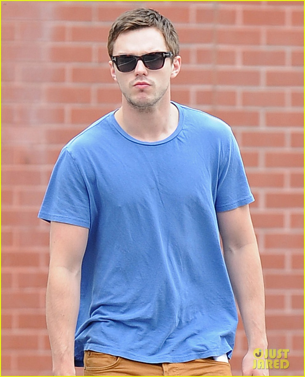 nicholas hoult eats an apple in the big apple 012908135