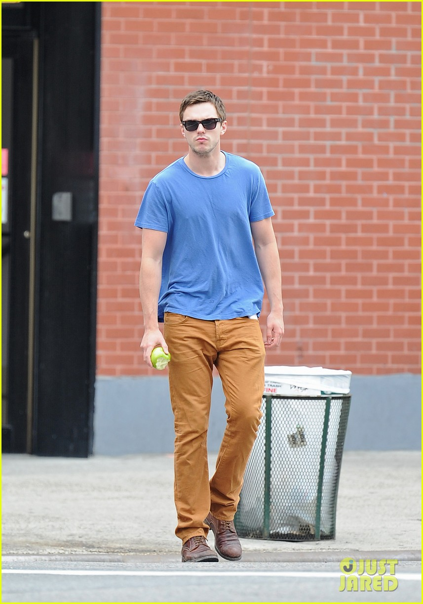 nicholas hoult eats an apple in the big apple 042908138