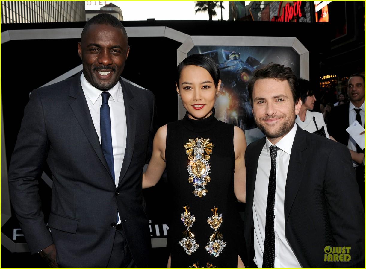 charlie hunnam rinko kikuchi pacific rim hollywood premiere 16