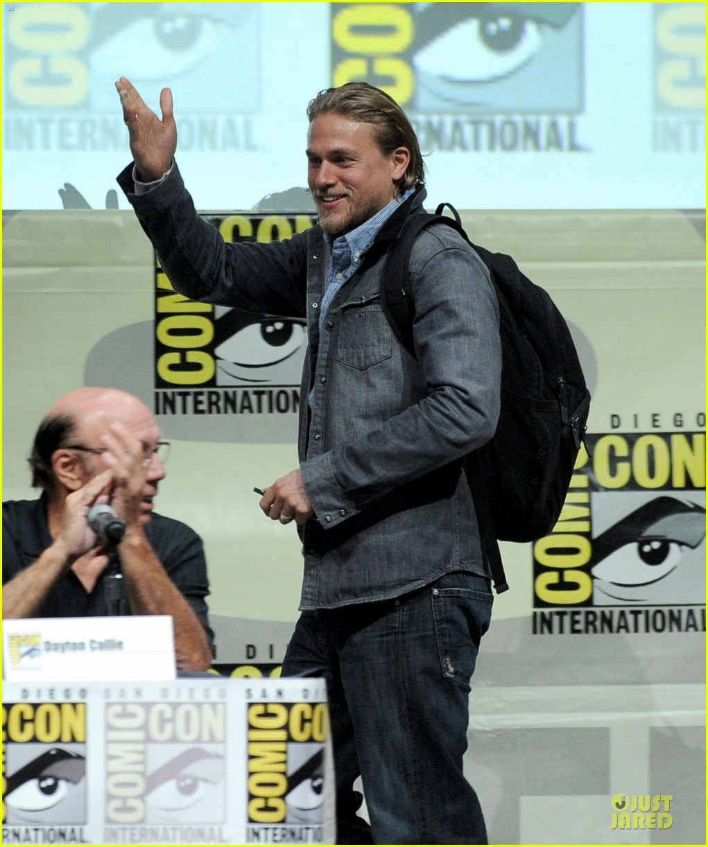 charlie hunnam son of anarchy panel at comic con 07