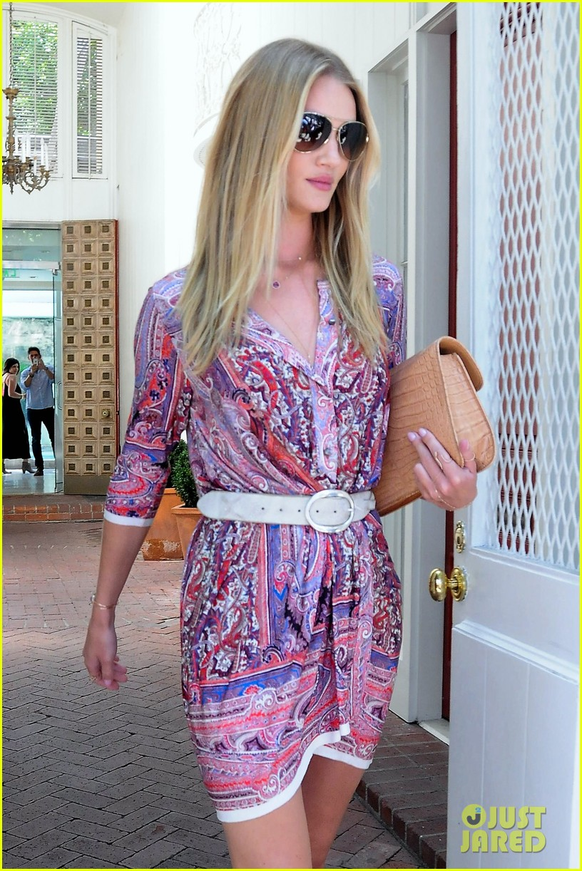 rosie huntington whiteley continues shopping for new home 12