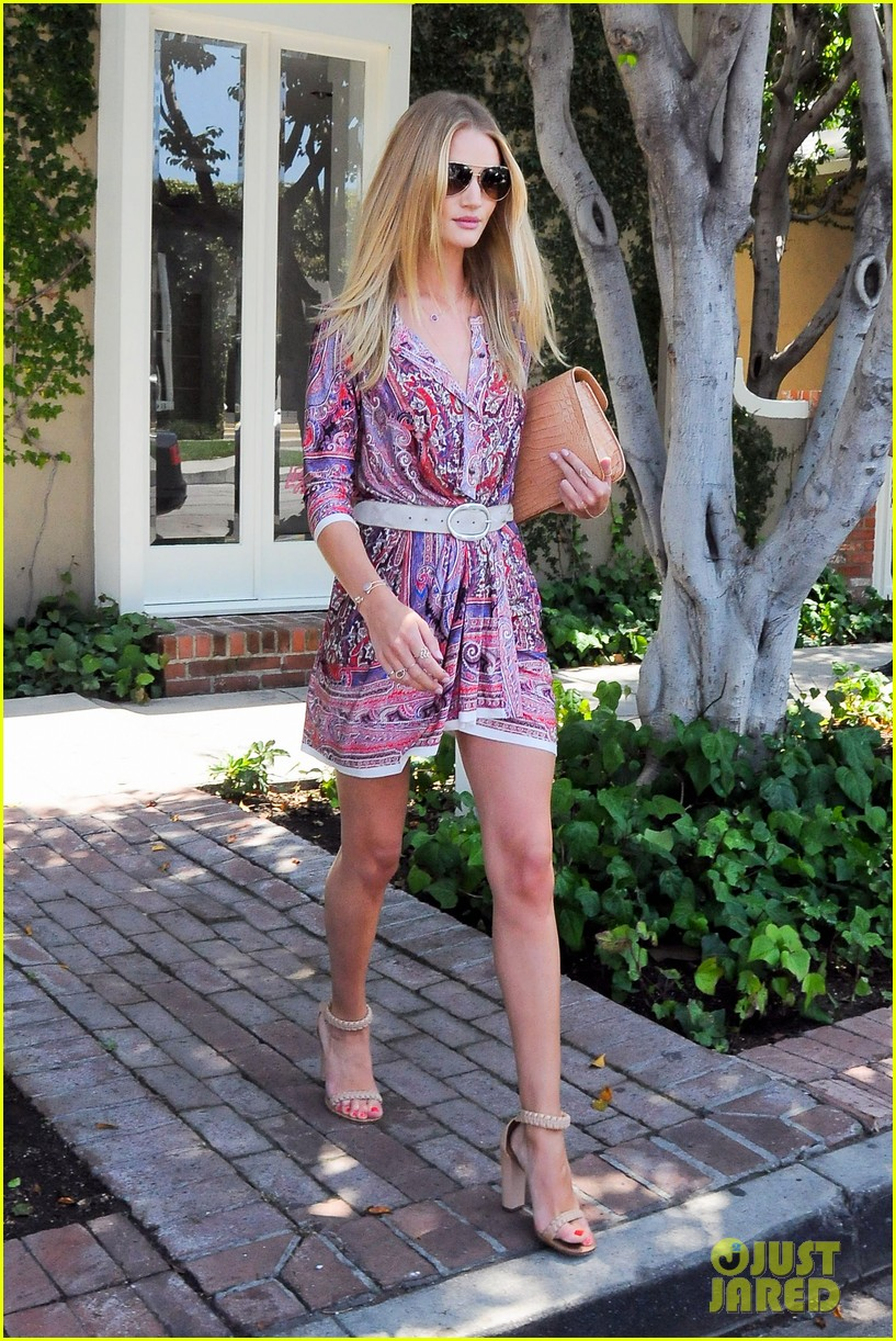 rosie huntington whiteley continues shopping for new home 17