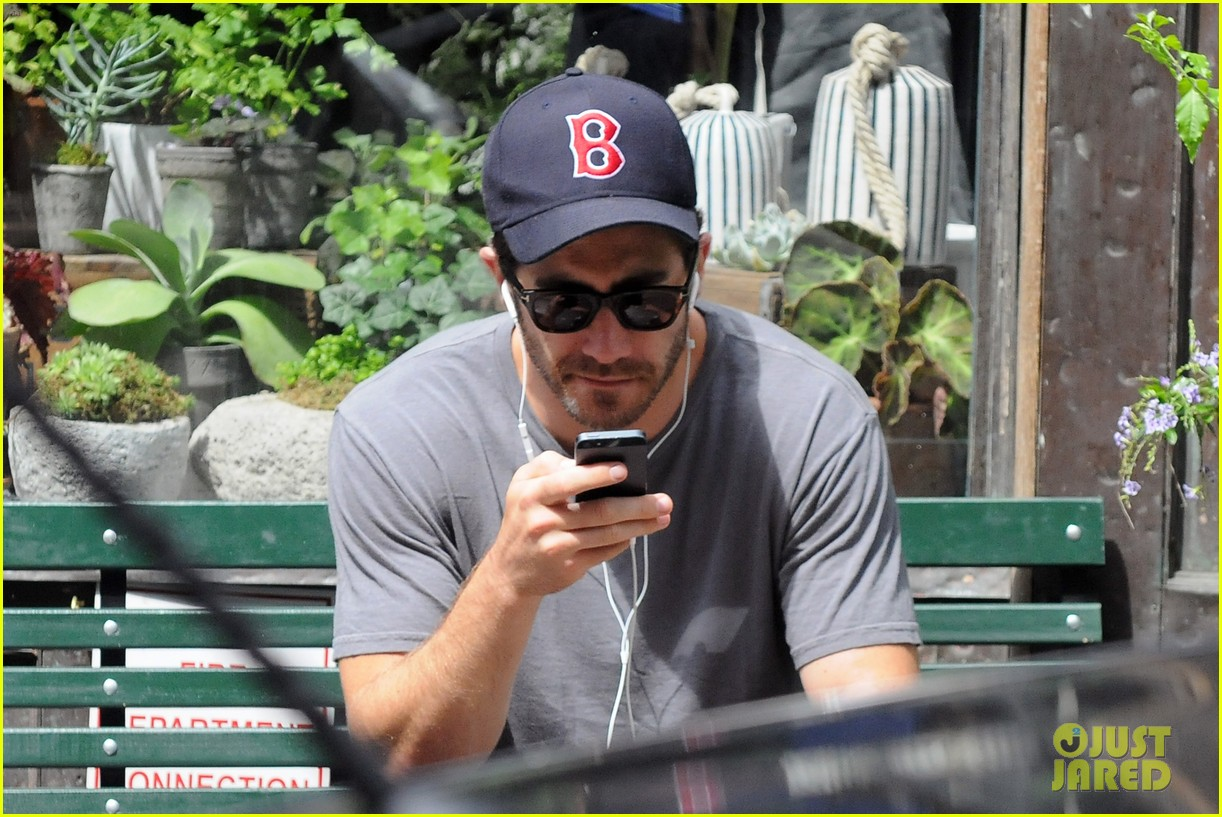 jake gyllenhaal takes his dog for a walk in nyc 02
