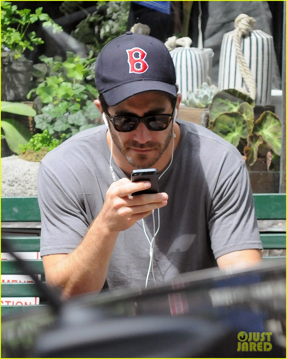 jake gyllenhaal takes his dog for a walk in nyc 08