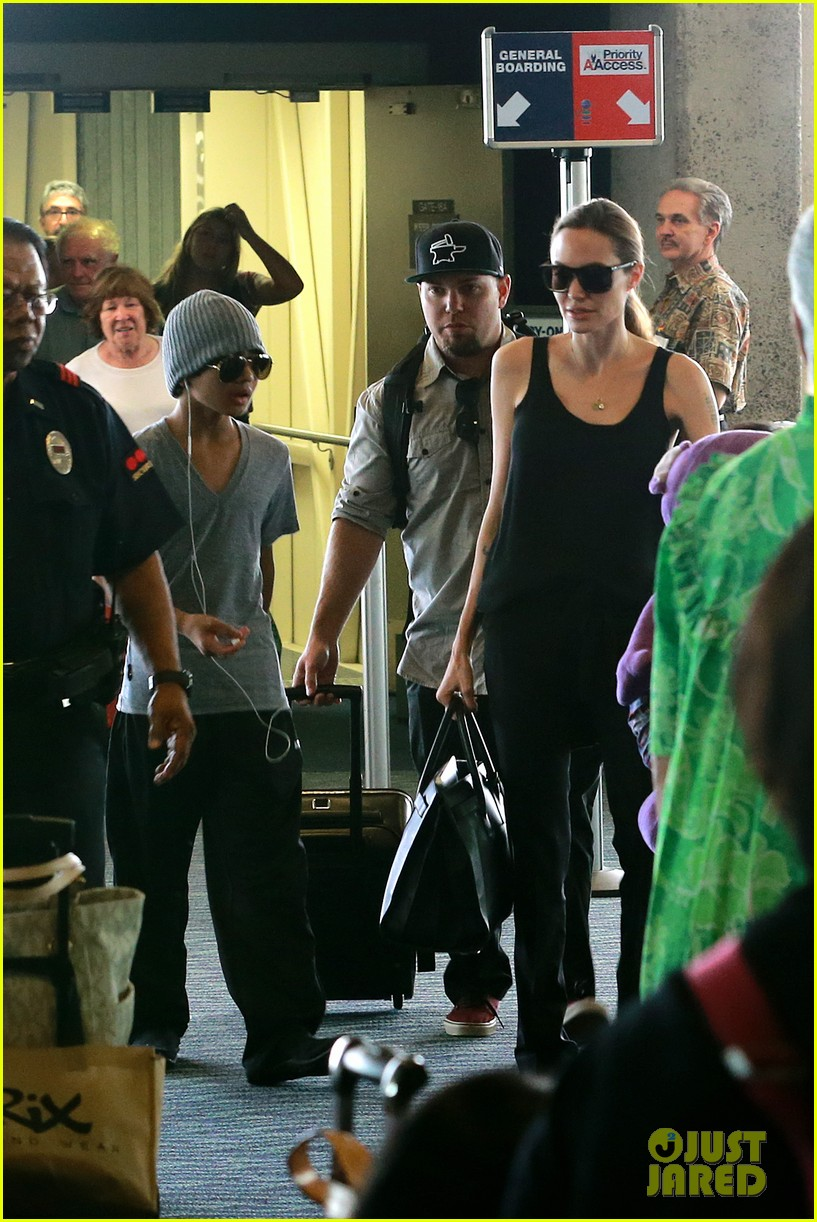 angelina jolie hawaii