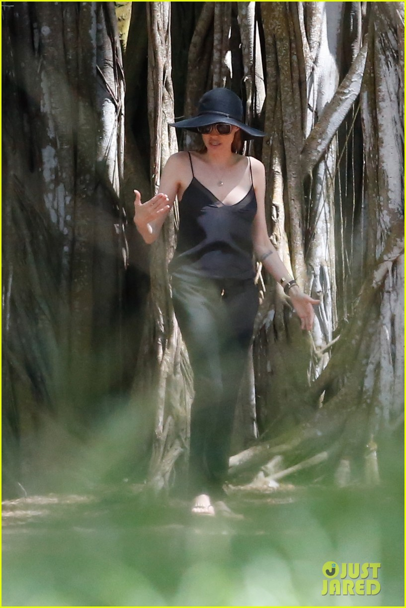 angelina jolie scouts filming locations in hawaii 03