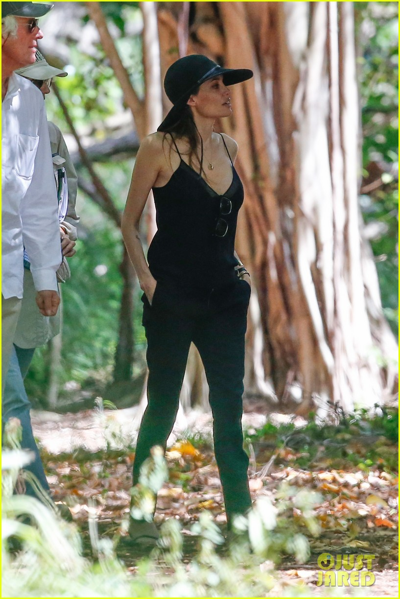 angelina jolie scouts filming locations in hawaii 052906631