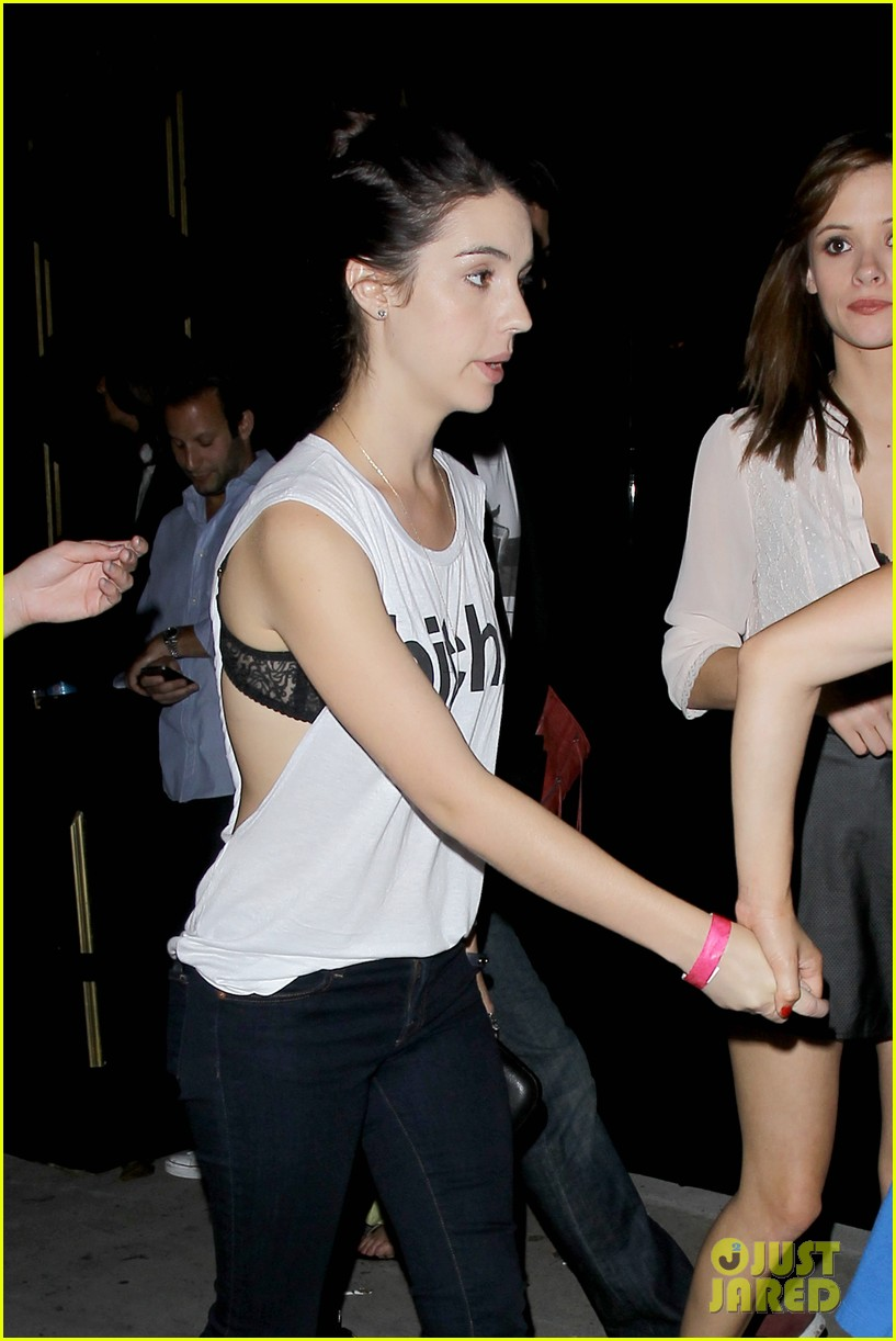 adelaide kane ladies night out 02