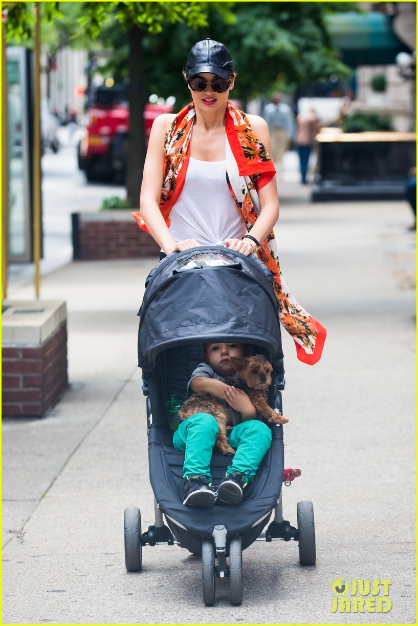 miranda kerr central park morning with flynn frankie 10