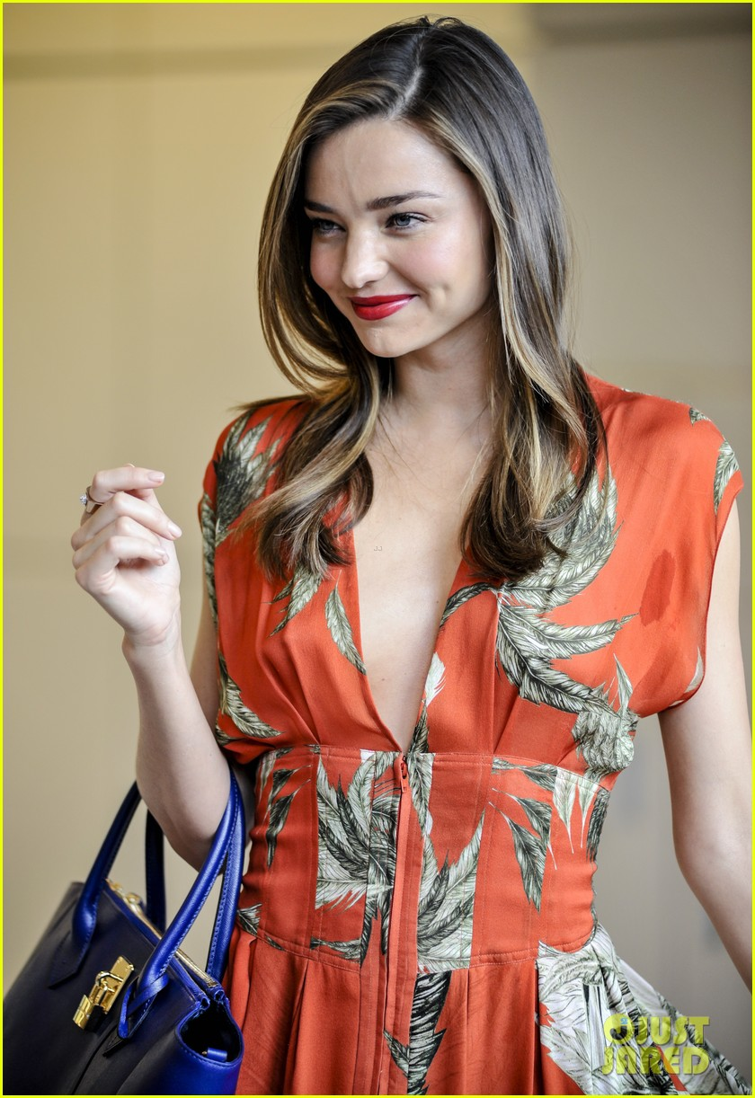 miranda kerr receives warm welcome in japan 01
