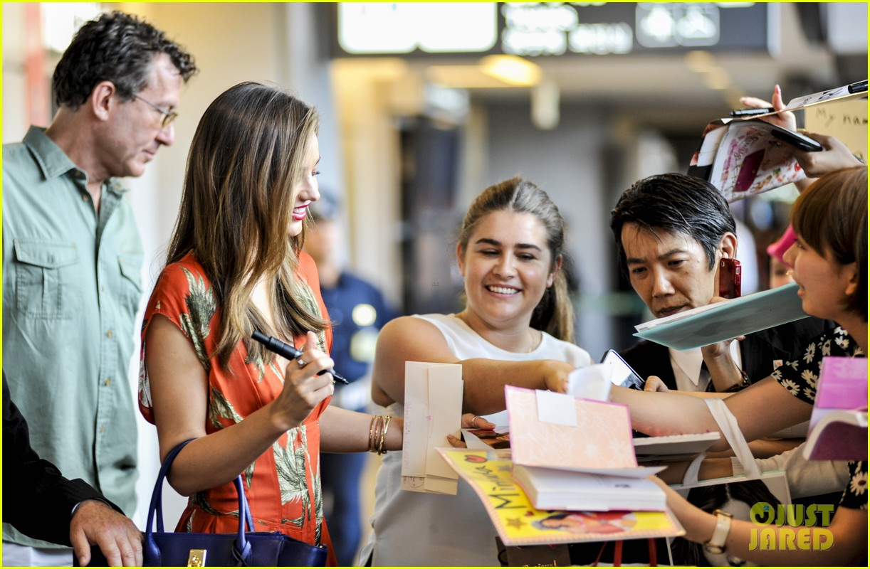 miranda kerr receives warm welcome in japan 052911439