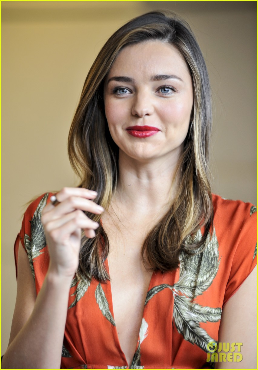 miranda kerr receives warm welcome in japan 07