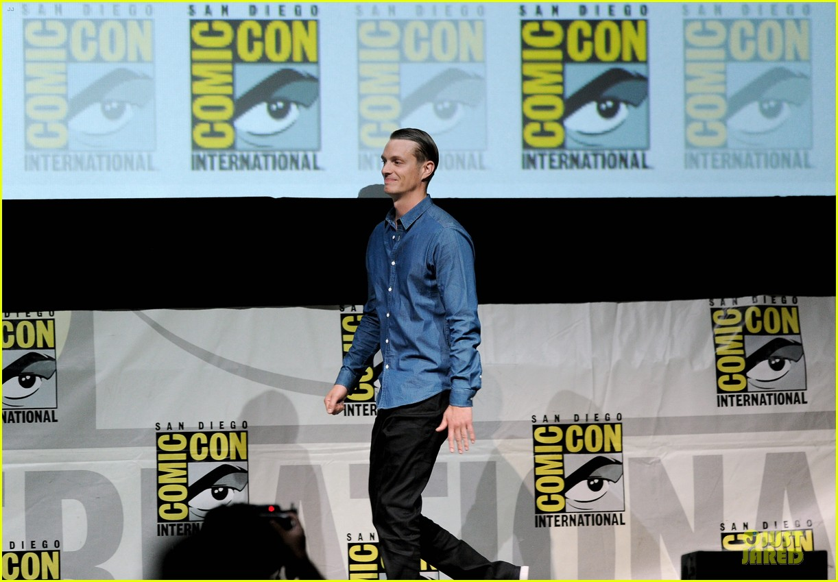 joel kinnaman abbie cornish robocop at comic con 032914064