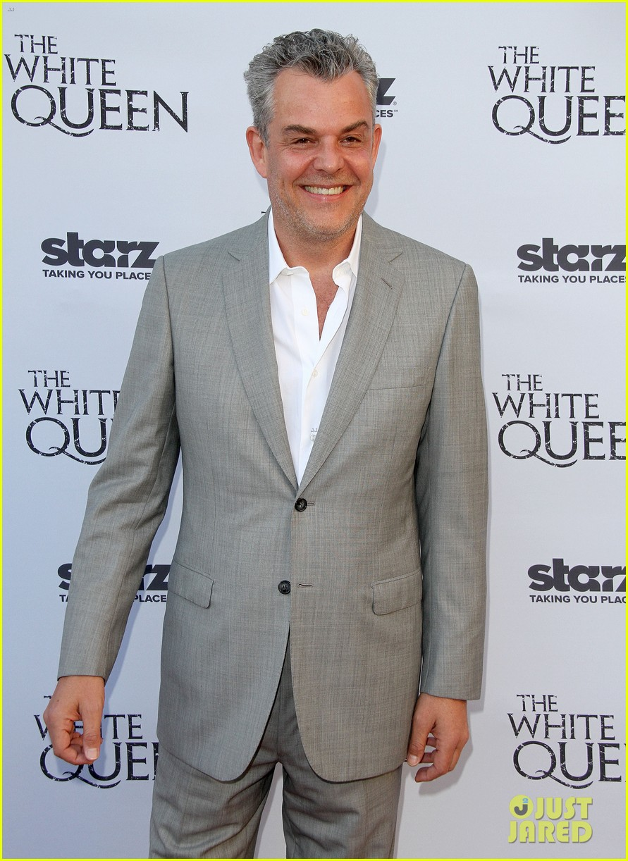 olga kurylenko kisses danny huston at white queen premiere 20