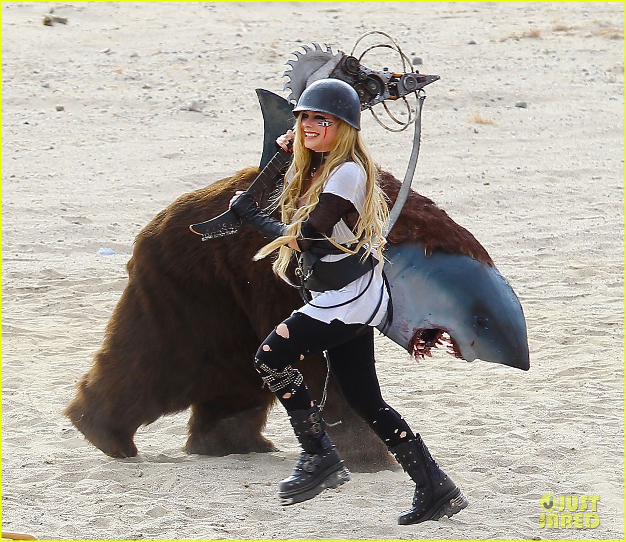 avril lavigne chainsaw action for rock n roll video shoot 05