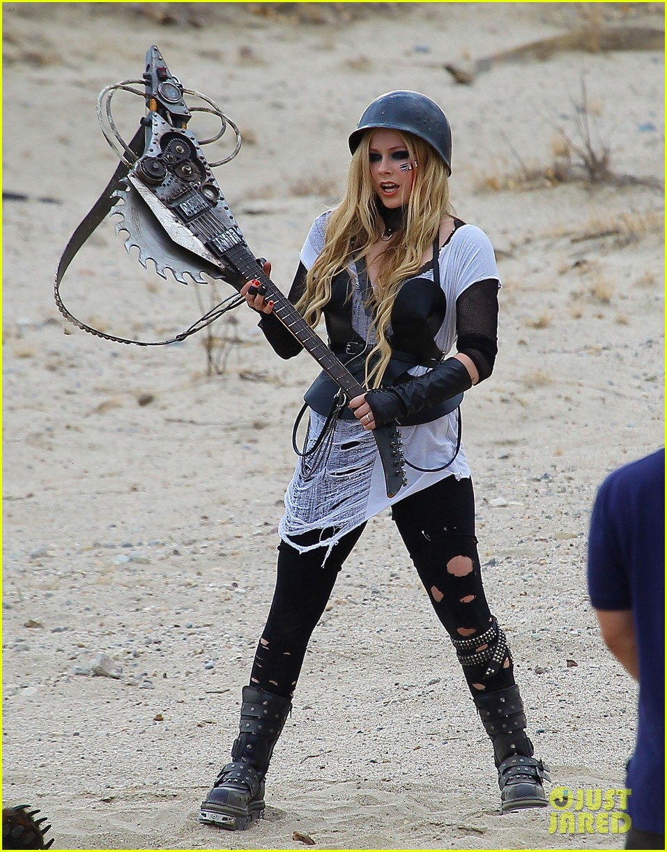 avril lavigne chainsaw action for rock n roll video shoot 172917729