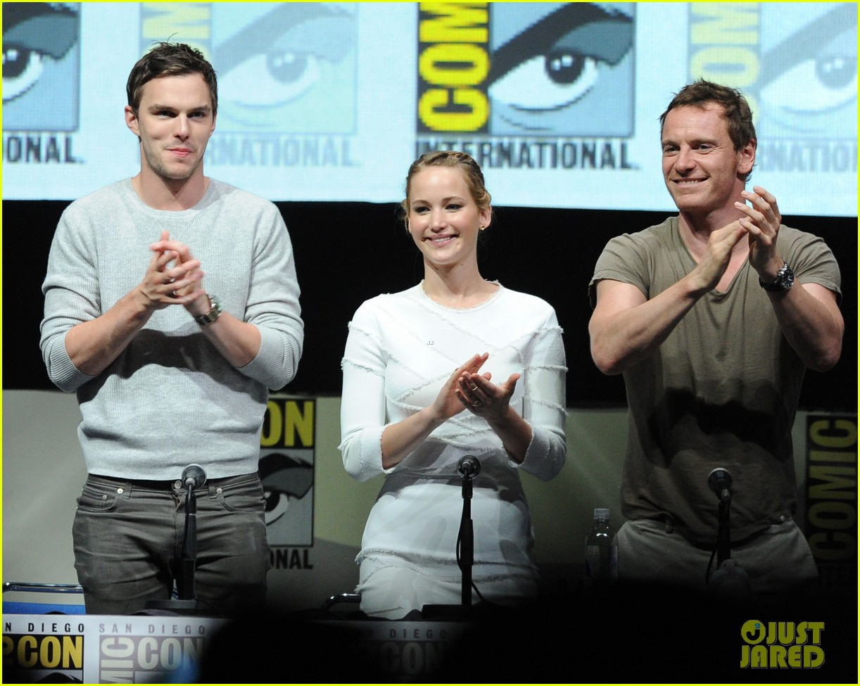 jennifer lawrence nicholas hoult x men comic con panel 05