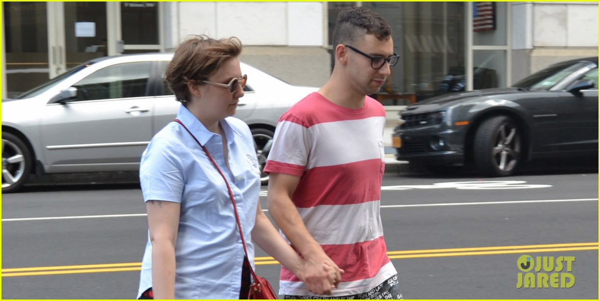 lena dunham jack antonoff hold hands on independence day 042904320