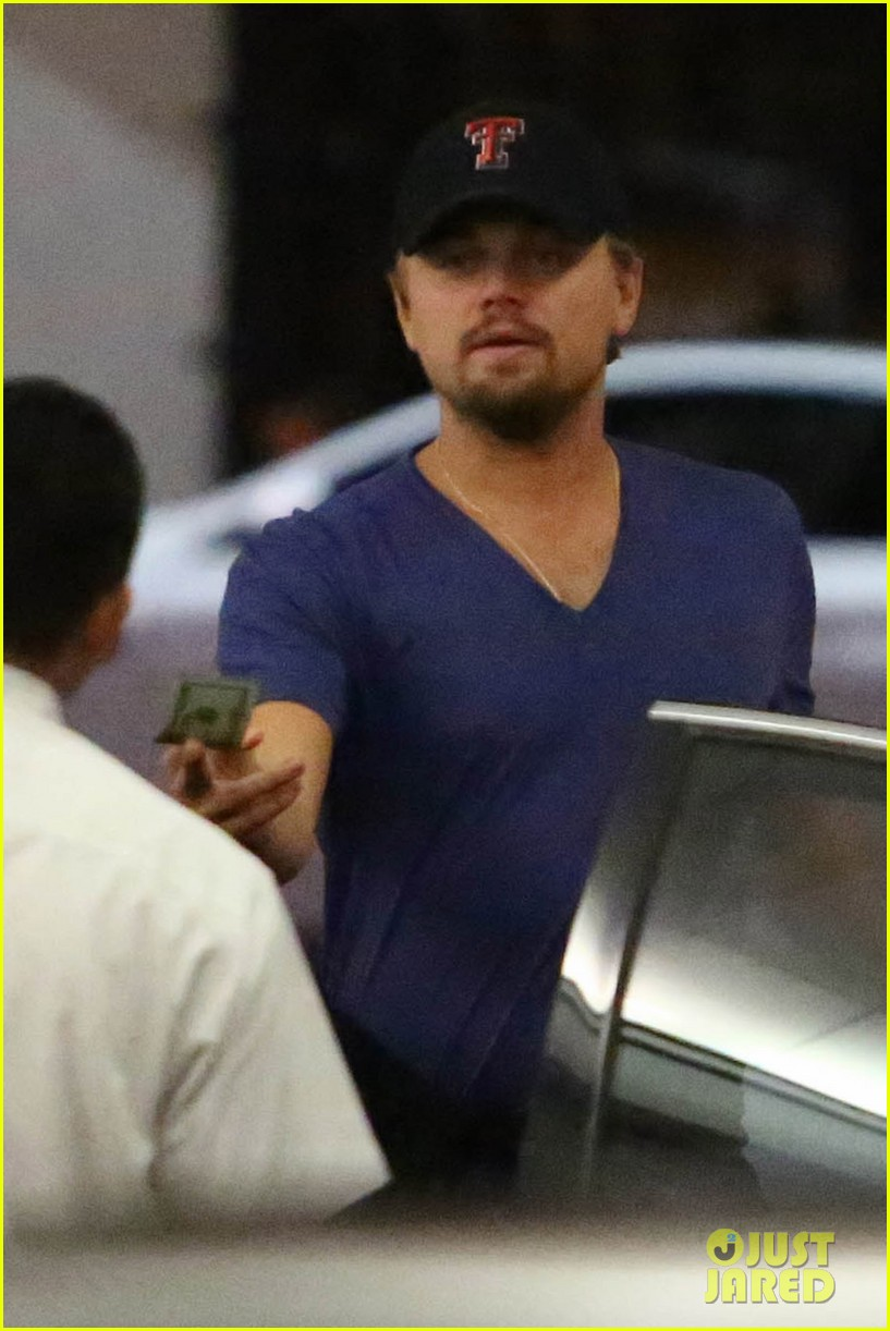 leonardo dicaprio thumbs up after toni garrn date 02
