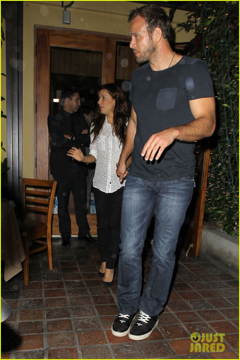 eva longoria ernesto aguello argo dinner after house hunting 04