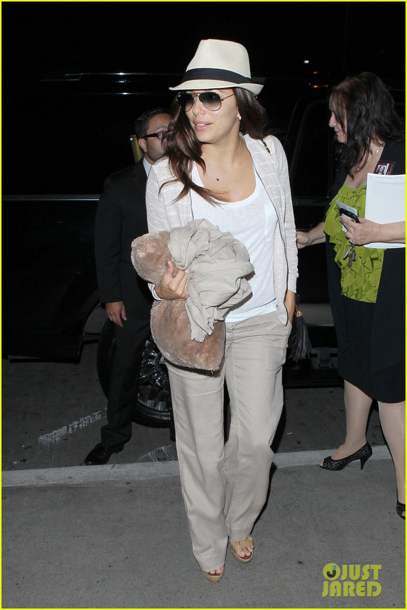 eva longoria lands in los angeles after paris trip 05