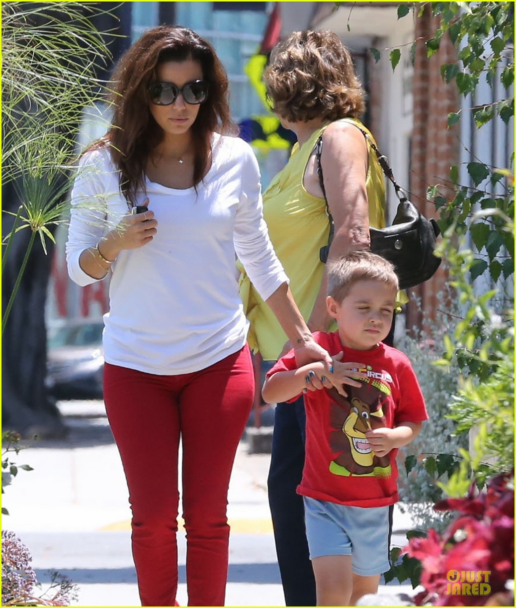 eva longoria ernesto arguello holding hands at cafe med 08