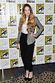 sophie lowe once upon a time in wonderland at comic con 01
