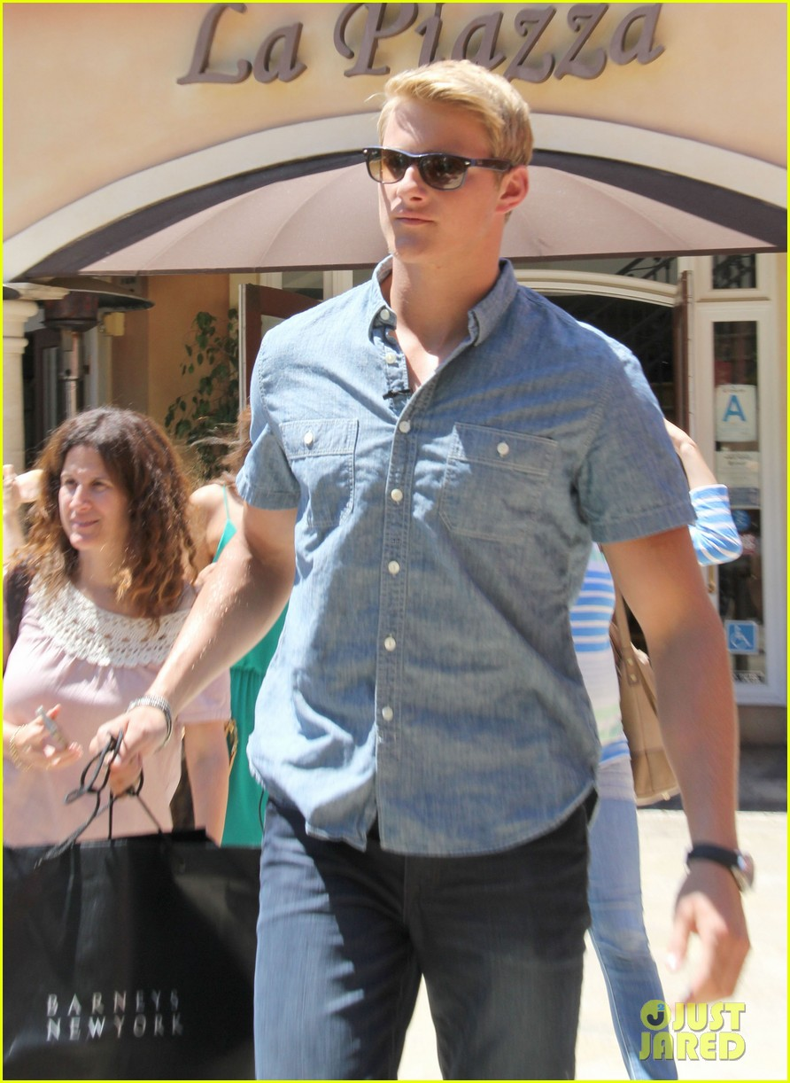 alexander ludwig visits extra at the grove 082906470