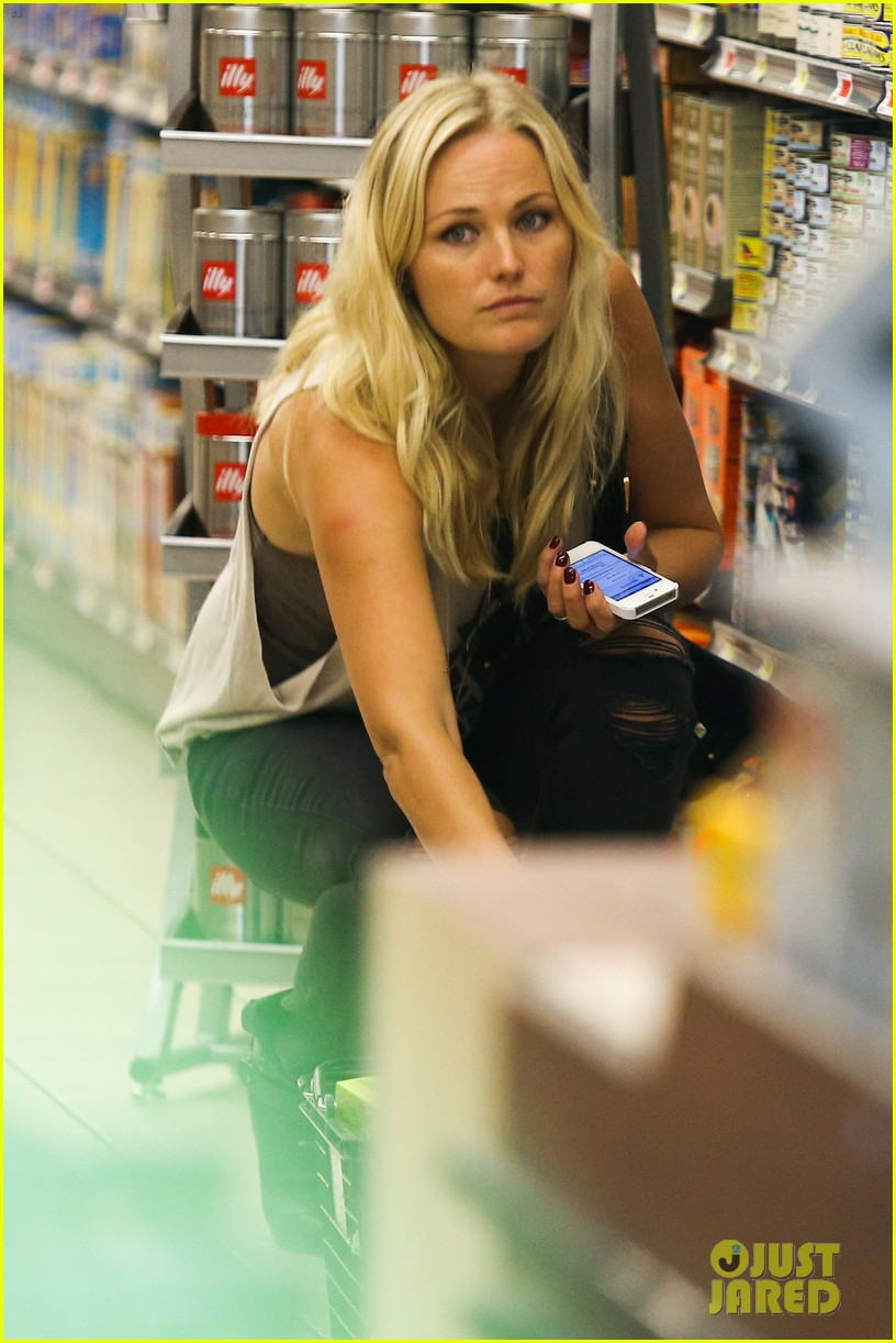 malin ackerman grabs groceries at gelsons 08
