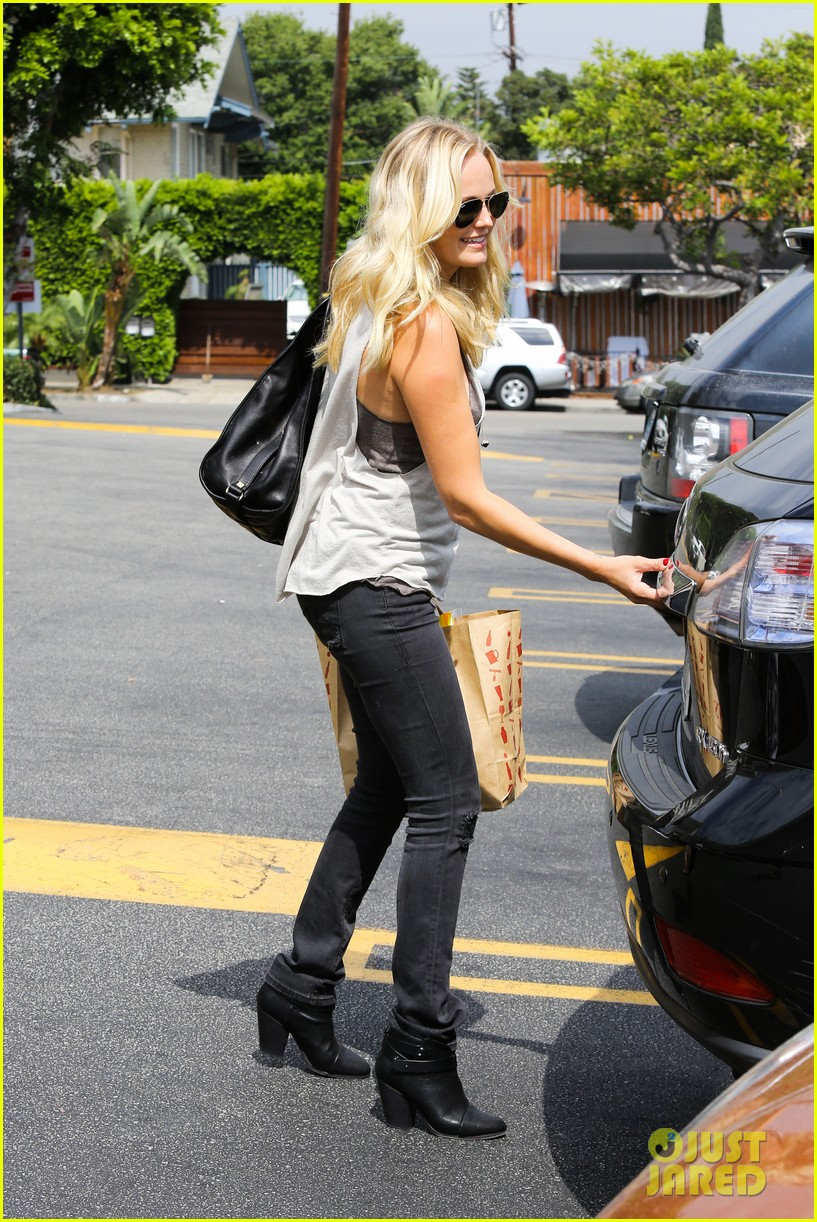 malin ackerman grabs groceries at gelsons 162918722