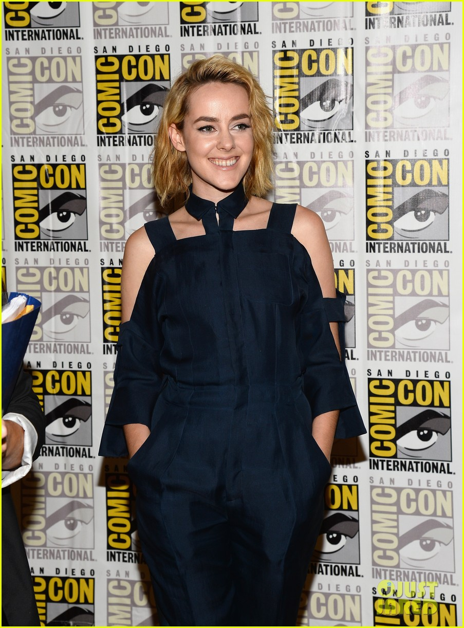 jena malone lenny kravitz catching fire comic con panel 242913180