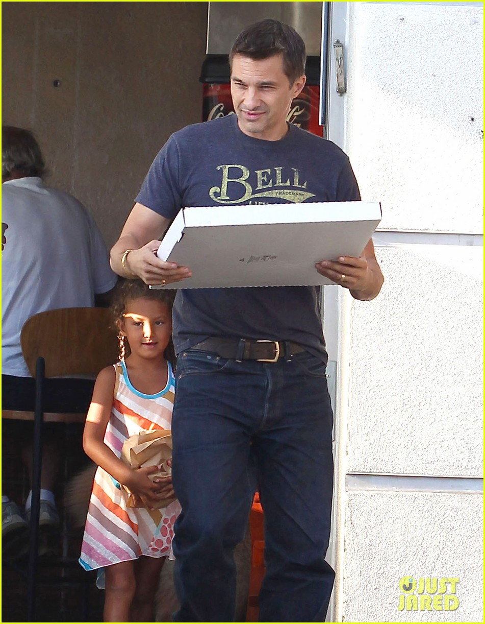 olivier martinez nahla pick up pizza for dinner 022919132