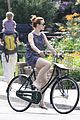 rachel mcadams toronto bike ride 03