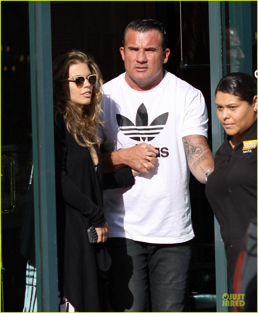 annalynne mccord dominic purcell hold hands at the dentist 02