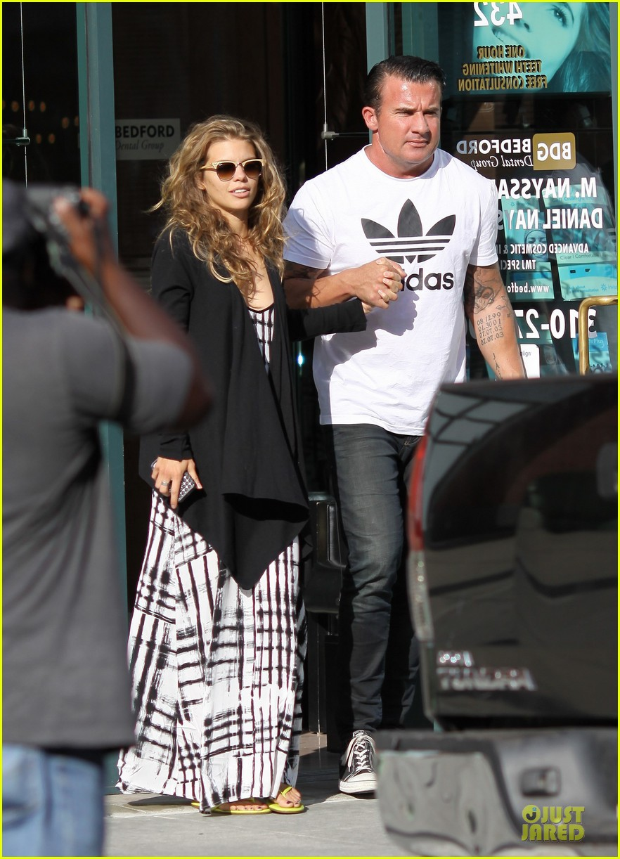 annalynne mccord dominic purcell hold hands at the dentist 03