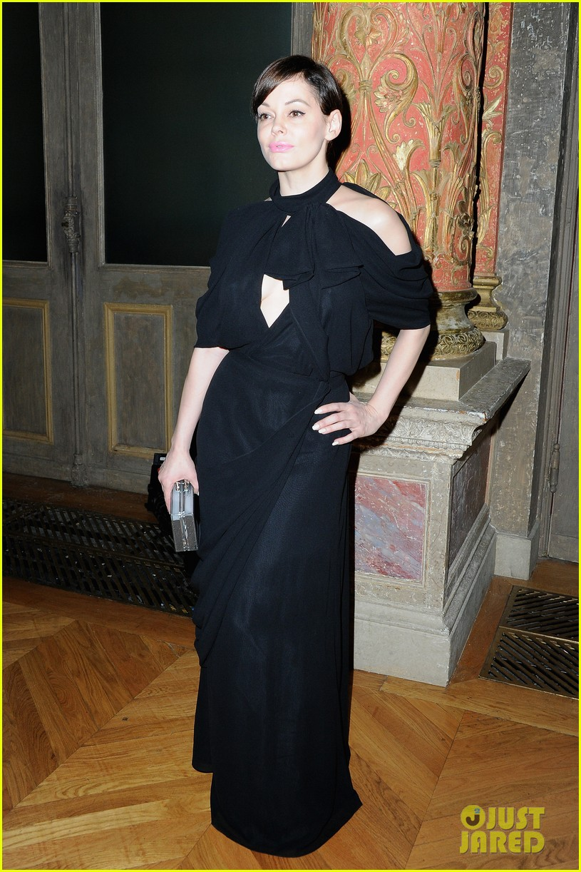 rose mcgowan dakota johnson viktor rolf fashion show 06