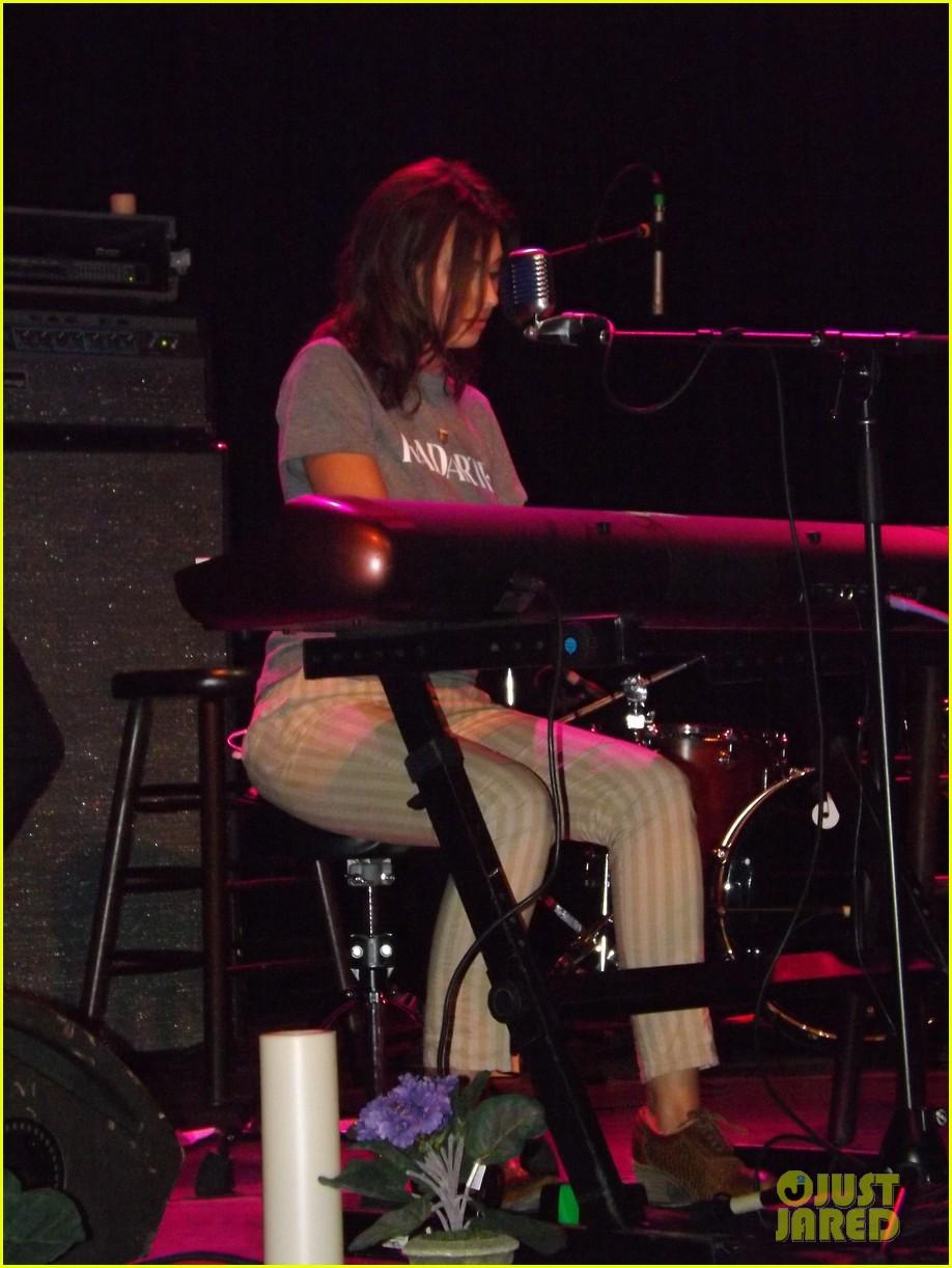 aly aj michalka 78 violet nyc showcase exclusive backstage photos 08