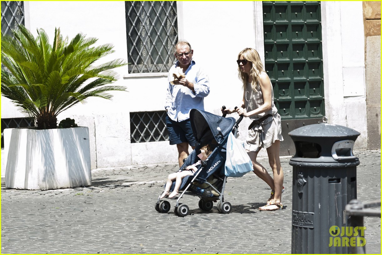 sienna miller tom sturridge shop healthy in rome 05