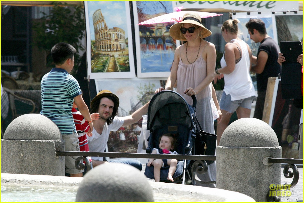 sienna miller tom sturridge villa borghese with marlowe 062918174