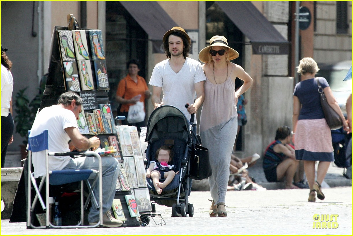 sienna miller tom sturridge villa borghese with marlowe 08